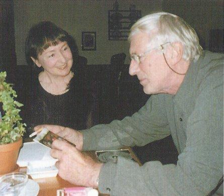 Birgit Klaus kim Gespräch mit Tomi Ungerer
