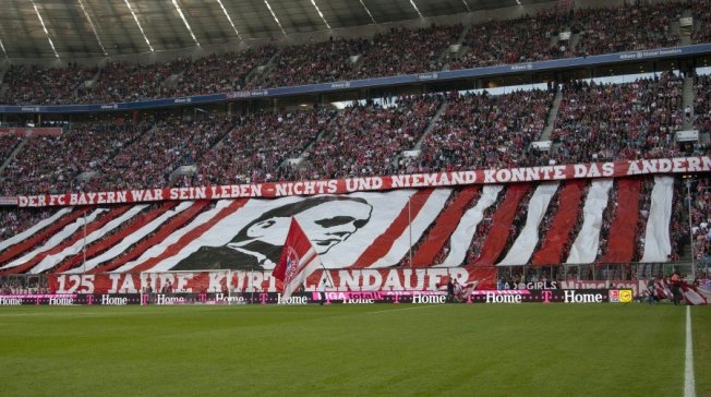 Fans des FC Bayern München würdigen ihren ehemalien (jüdischen) Präsidenten Kurt Landauer (2014)