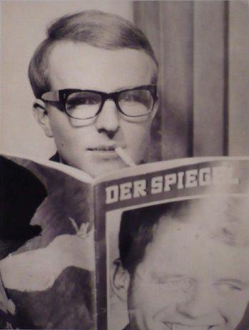 Lässigkeit in Person: Vor seiner Abfahrt von Rotterdam nach Amerika machte Gerd Augustin am 15. Februar 1962 in einem Passbildautomaten dieses Foto.