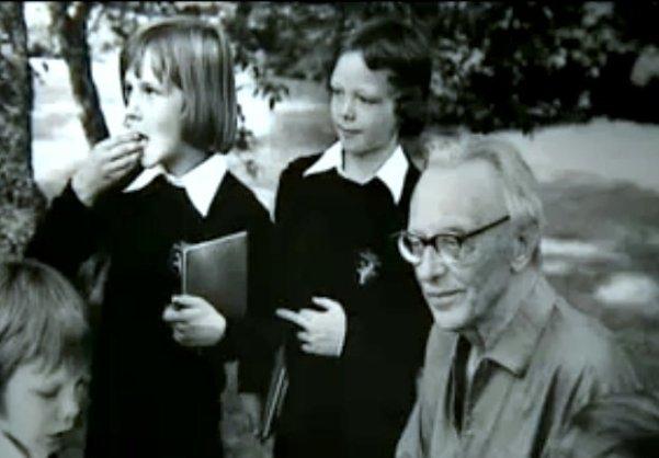 Carl Orff mit Mitgliedern des Tölzer Knabenchor (1973)