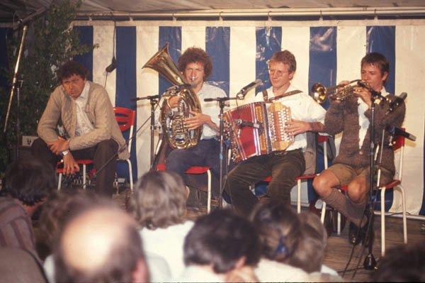 Auftritt der Biermösl Blosn mit Gerhard Polt beim Hörbacher Montagsbrettl 1985
